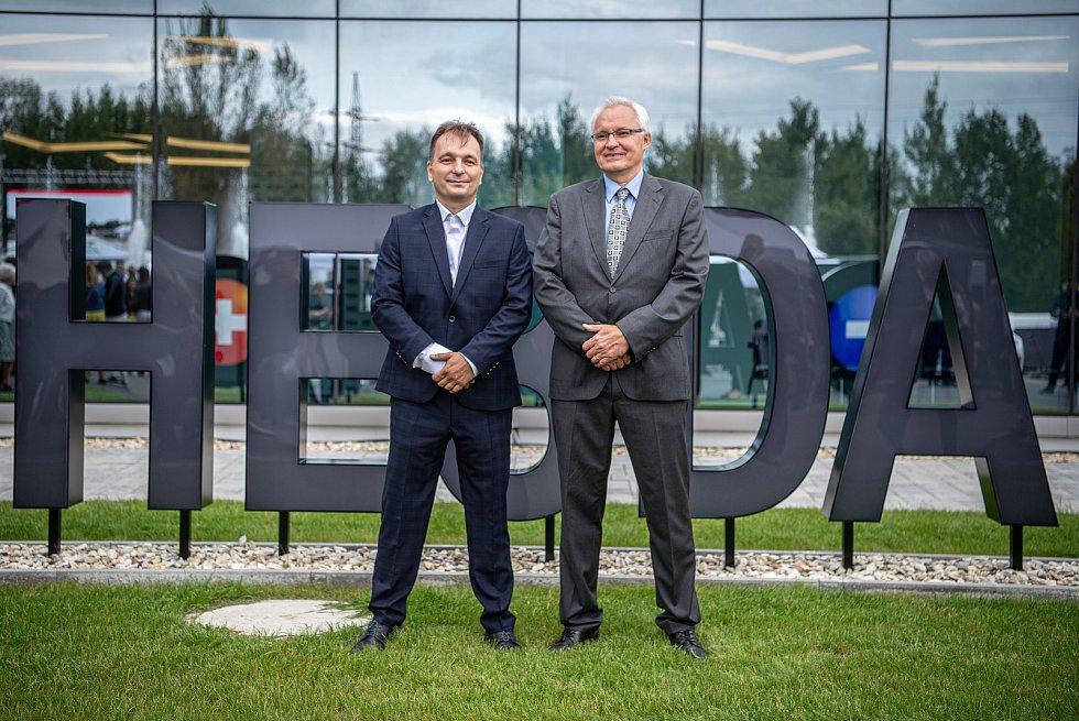 Společnost Magna Energy Storage (MES) otevřela v průmyslové zóně po bývalém černouhelném Dole František továrnu na výrobu vysokoenergetických akumulátorů HE3DA, 17. září 2020 v Horní Suché. (vlevo) Spolumajitel HE3DA a autor projektu Magna Energy Storage