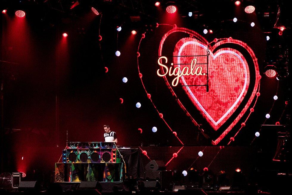 Festival elektronické hudby Beats for love v Dolní Oblasti Vítkovice, 8. července 2017. Na snímku diskžokej (DJ) Sigala.