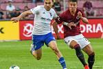 Rudolf Reiter z Ostravy a Adam Hložek - FORTUNA:LIGA - Skupina o titul - 2. kolo, AC Sparta Praha - FC Baník Ostrava, 23. června 2020 v Praze.