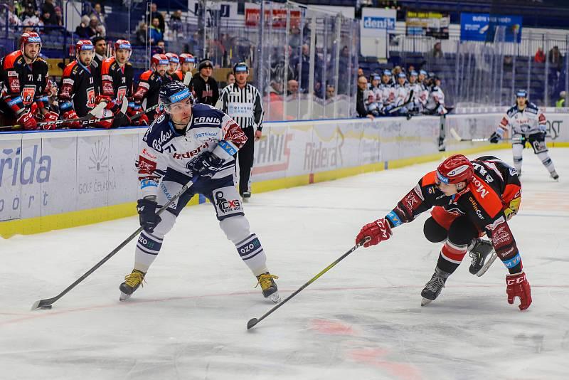 Utkání 39. kola hokejové extraligy: HC Vítkovice Ridera - Mountfield Hradec Králové, 24. ledna 2020 v Ostravě. Na snímku (zleva) Roberts Bukarts, Radim Šalda.