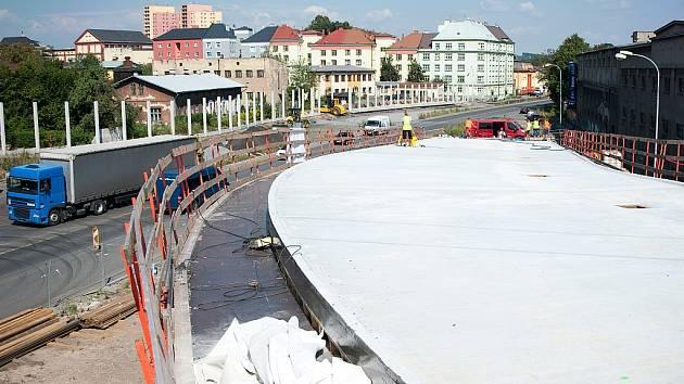 Práce na Prodloužené Místecké pokročily, i tak ale bude spojnice mezi dálnicí D1 a centrem Ostravy k dispozici motoristům nejdříve koncem letošního roku.