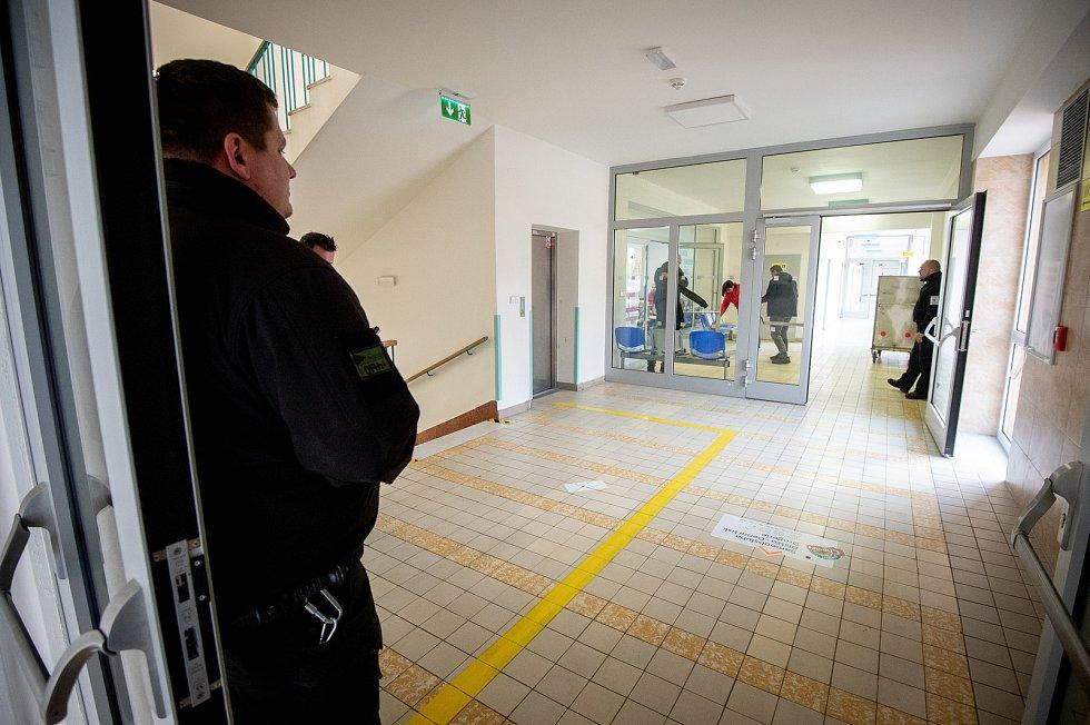 Den třetí po střelbě ve Fakultní nemocnici Ostrava (FNO), 12. prosince 2019 v Ostravě. Na snímku otevřená ordinace i čekárna traumatologické ambulance.
