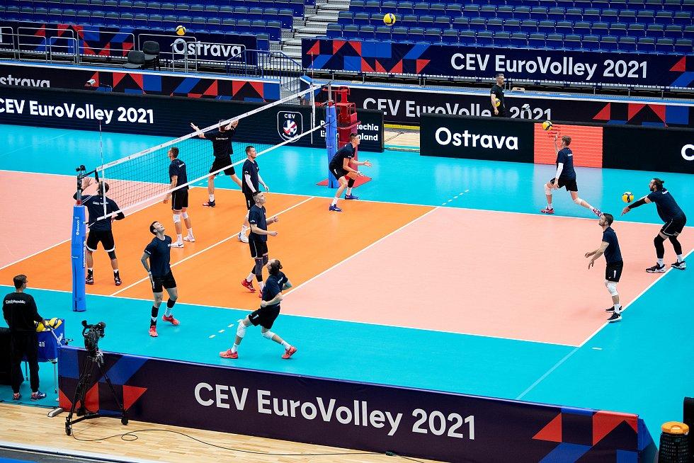 Český reprezentační tým na tréninku v Ostravar Aréně před pátečním zápasem proti Slovinsku.