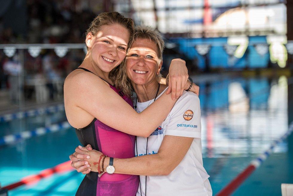 Velká cena Ostravy v plavání. Na snímku Tereza Závadová s maminkou Petrou Závadovou.