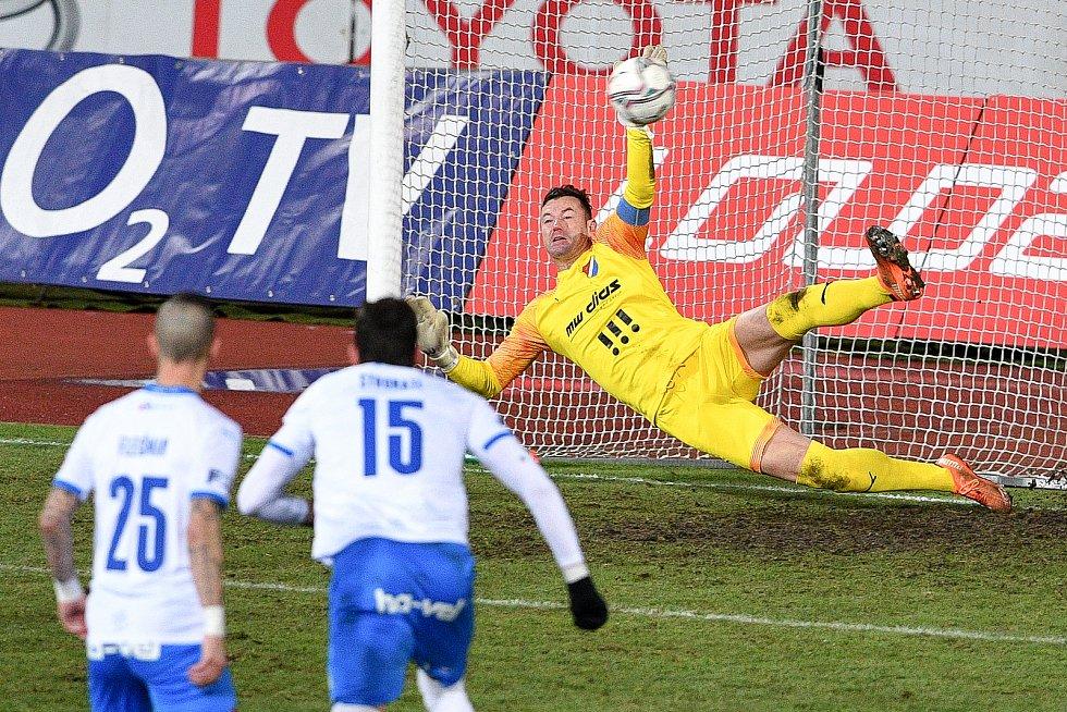 Utkání 8. kola první fotbalové ligy: FC Baník Ostrava - FC Slovácko, 20. ledna 2021 v Ostravě. (vpravo) brankář Ostravy Jan Laštůvka.