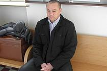 O rok více. Místo dvou let stráví Jiří Smolka ve vězení tři roky. Včera o tom rozhodl odvolací senát.