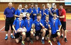Novojičínští starší žáci, které vede Jakub Karásek (v horní řadě zcela vpravo), vybojovali na mistrovství ČR cenné bronzové medaile.