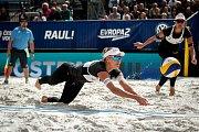 Turnaj Světového okruhu v plážovém volejbalu - zápasy o postup do osmifinále, 22. června 2018 v Ostravě. Na snímku (zleva) Barbora Hermannová a Markéta Sluková.