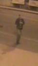 Neznámý muž na záběru kamery.
