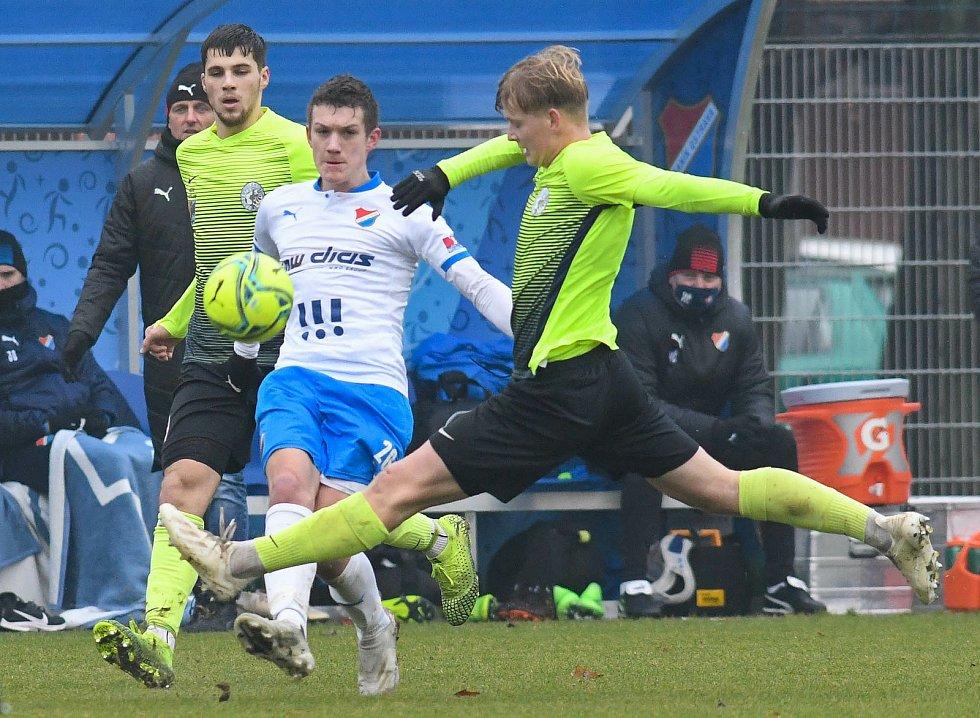 Fotbalisté Baníku Ostrava prohráli přípravné utkání s druholigovým Prostějovem 0:1. (6. ledna 2021, Ostrava). Na snímku v bílém Daniel Šmiga.