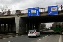 Dva vytížené dvojmosty ze sedmdesátých let minulého století nad Rudnou ulicí a Polaneckou spojkou projdou v příštích letech rozsáhlou rekonstrukcí.