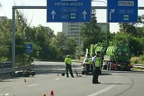 Nehoda na kruhovém objezdu nad ulicí Mariánskohorskou v Ostravě.