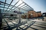 Ostrava-Svinov to není jen vlakové nádraží a dopravní terminál. Svinov má v podstatě všechno - hospodu, kostel, hasiče, rodinnou i panelovou zástavbu, chráněné krajinné území, např. Rezavku, lesy i louky.
