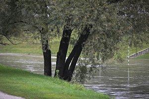 Rozvodněná řeka Ostravice v Ostravě