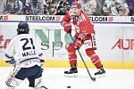 Utkání 7. kola hokejové extraligy: HC Vítkovice Ridera - HC Oceláři Třinec, 3. října 2019 v Ostravě. Na snímku (zleva) Alexandre Mallet a Andrej Nestrašil.