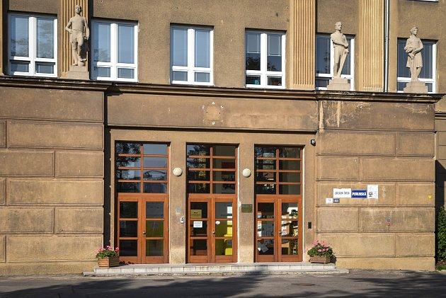 Základní škola Porubksá 12vOstravě.