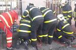 Dvě jednotky profesionálních hasičů, včetně lezecké skupiny zOstravy-Poruby, zasahovaly vneděli vpodvečer vKlimkovicích po pádu 1,5letého chlapečka do téměř pětimetrové hloubky.