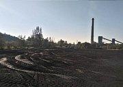 Posudek z letošního podzimu obsahuje tento snímek místa pro zamýšlenou polní skládku uhlí ve východní části fabriky.