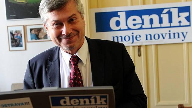 Lídr ČSSD pro volby do ostravského zastupitelstva Petr Kajnar během on-line rozhovoru se čtenáři Deníku.