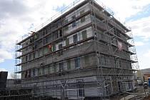 První administrativní budova v ČR, která bude splňovat požadavky na pasivní standard, se staví v Ostravě-Hulvákách. Dokončena by měla být už v průběhu letošního června.