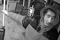Policie žádá o pomoc při identifikaci tohoto muže.