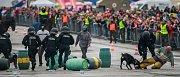 Dny NATO v Ostravě na letišti v Mošnově. Přehlídka jízdní a pořádkové policie