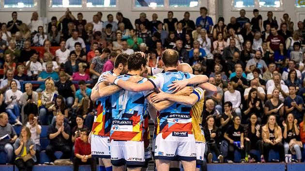 Před rokem se volejbalisté Ostravy radovali ze zisku bronzových medailí. Letošní sezonu mohou kvůli koronaviru dohrát s pomocí svých fanoušků jen na sociálních sítích.