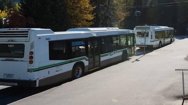 Shuttle busy vyrážejí.