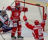 radost, gól, vlevo Milan Doudera, vpravo Aron Chmielewski