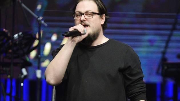 Zpěvák David Stypka na snímku z vyhlášení hudebních cen Žebřík 9. března 2018 v Plzni, kde převzal cenu za druhé místo v kategorii skladba roku.
