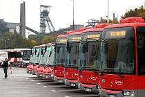 Největší autobusový dopravce v Moravskoslezském kraji plánuje významnou obnovu vozového parku. Prvních patnáct nových autobusů uvedl do provozu ve čtvrtek.