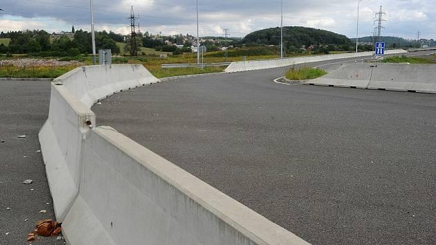 Severní spoj je už z jedné části hotový. Spojuje ulici Mariánskohorskou s dálnicí D1. Důležitá část, která by ho protáhla až do Poruby, však stále chybí.