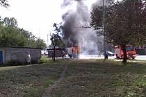 Čtenář-reportér Martin Tesař zachytil hořící avii v Ostravě.