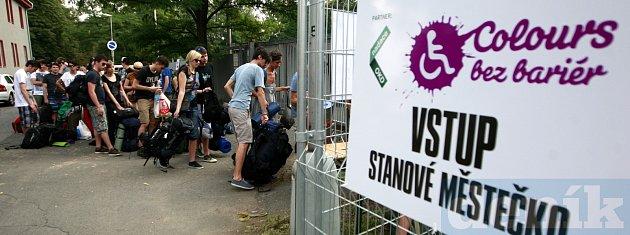 Colours of Ostrava 2013.Stanové městečko se začalo plnit už první den festivalu kolem poledne.