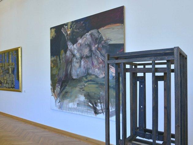 Z VÝSTAVY Akvizice 2012 2016 v ostravském domě umění. V popředí obraz Franty ( vlastním jménem Františka Mertla).