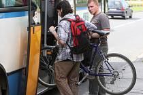 Přepravovat kolo městskou hromadnou dopravou není zase tak jednoduché