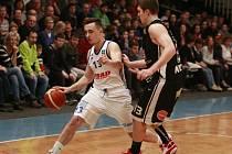 Mistrovský Nymburk si v Ostravě pojistil první místo v NBL: Ostrava - Nymburk 60:76 (14:19, 28:42, 46:64)