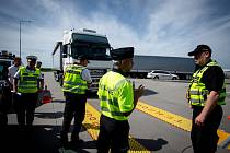 Kontrola kamionů. Ilustrační foto.
