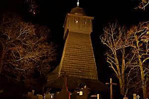 Nově nasvícený dřevěný kostelík Nanebevstoupení Páně v Dolních Marklovicích.