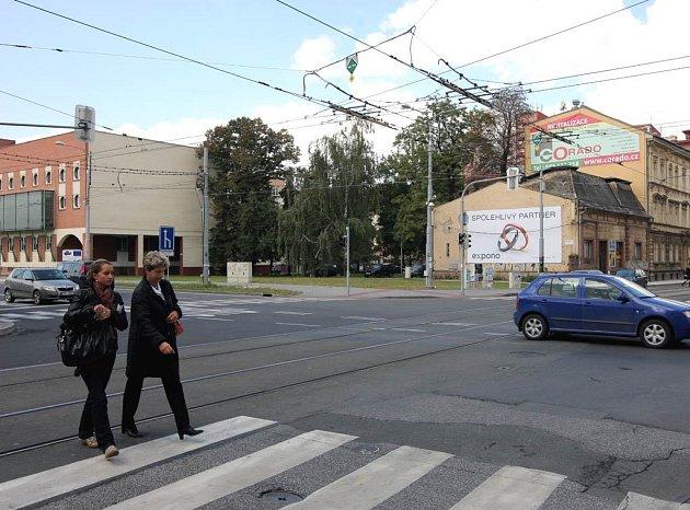Pohled na křižovatku Českobratrské a Nádražní ulice v Ostravě, kde je na místě bývalého Artfora parcela vyměňovaná za pozemek ve Svinově