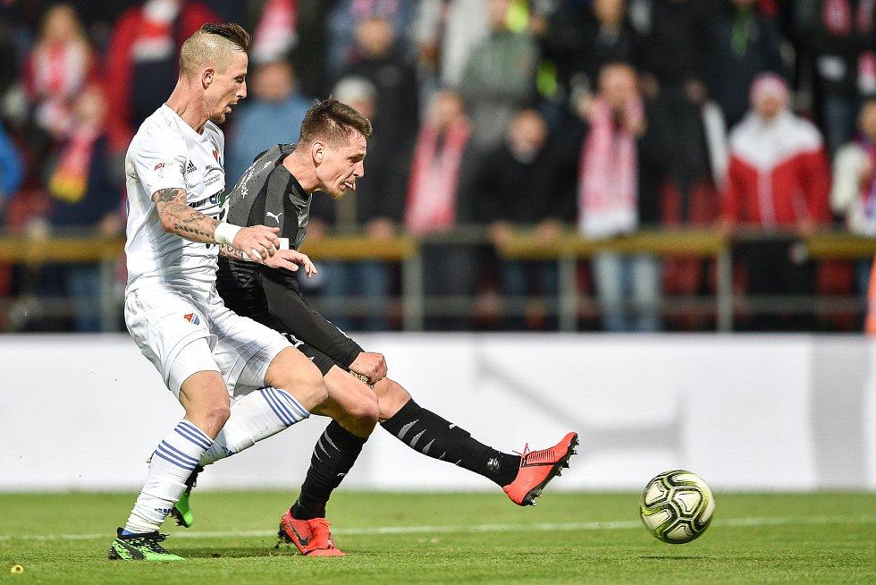 Finále fotbalového poháru MOL Cupu: FC Baník Ostrava - SK Slavia Praha, 22. května 2019 v Olomouci. Na snímku (zleva) Jiří Fleišman a Masopust Lukáš.