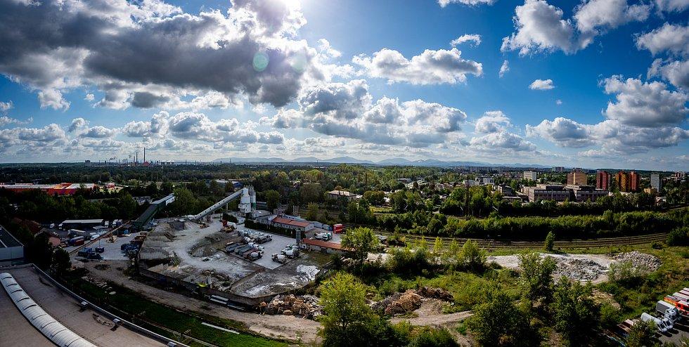 Pohled z těžní věže Dolu Jeremenko na Ostravu.