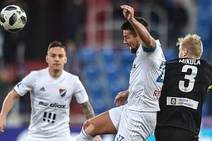Utkání 21. kola první fotbalové ligy: FC Baník Ostrava - Slovan Liberec, 16. února 2019 v Ostravě. Na snímku (zleva) Milan Baroš a Jan Mikula.