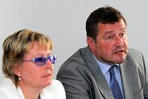 Eva Tylová - ředitelka ČIŽP ČR a Karel Kozubek - ředitel OI ČIŽP na tiskové besedě v Ostravě
