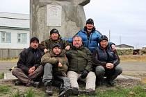 Pamětní deska byla umístěna nedaleko města Karači na pomník významných polárních badatelů a cestovatelů.