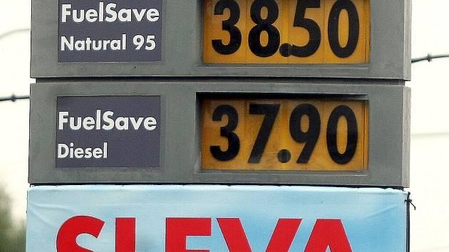 Ilustrační foto. Pohled na úterní ceny benzínu v Ostravě.