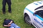 Každodenní kriminalita v Bendlově ulici v ostravském obvodu Mariánské Hory a Hulváky zaznamenaná kamerami živnostníků i obyvatel.
