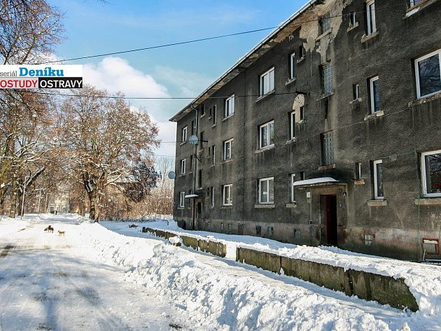 Hrušov. Riegrova ulice, kde se v severozápadní části čtvrti soustředili obyvatelé, jinde už místo k bydlení není.