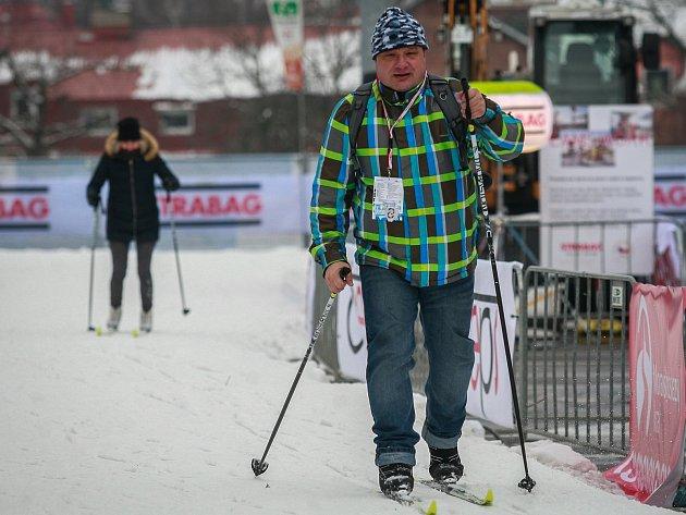 Karel Novotný na běžkách v areálu Olympijského festivalu v Ostravě.