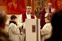 Popeleční středou vstoupili věřící do čtyřicetidenního postního období, které je přípravou na oslavu Velikonoc.